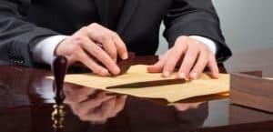 Регистрация, ликвидация, внесение изменений в учредительные документы Общества